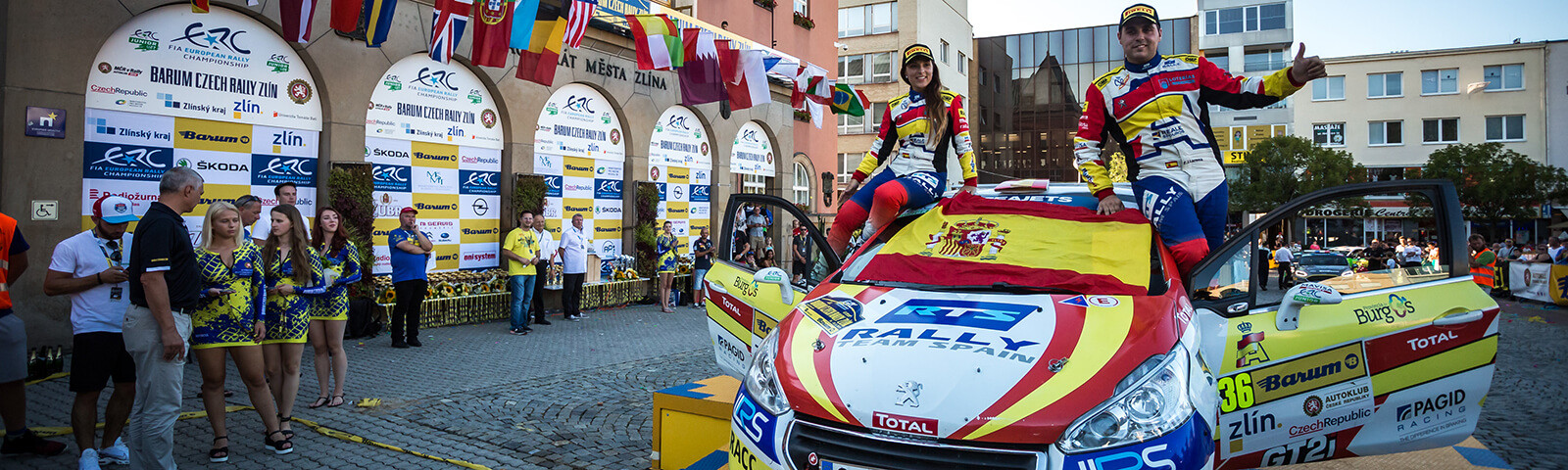 Efrén Llarena y Sara Fernández, campeones europeos del Rally Team Spain